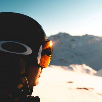 Mit den Kontaktlinsen von Avermann Kontaktlinsen klare Sicht beim Wintersport haben.