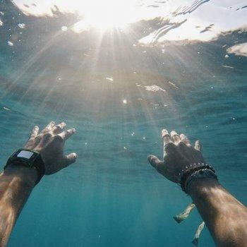Wassersport mit Kontaktlinsen
