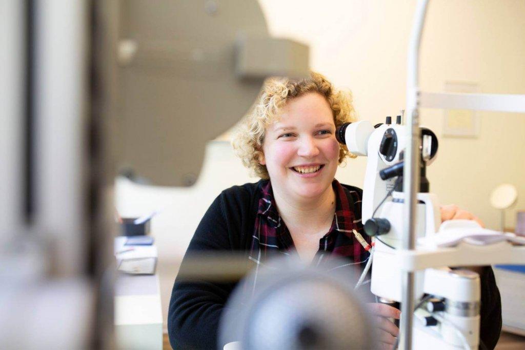 Untersuchung Kontaktlinsenanpassung - Kathrin Pöter