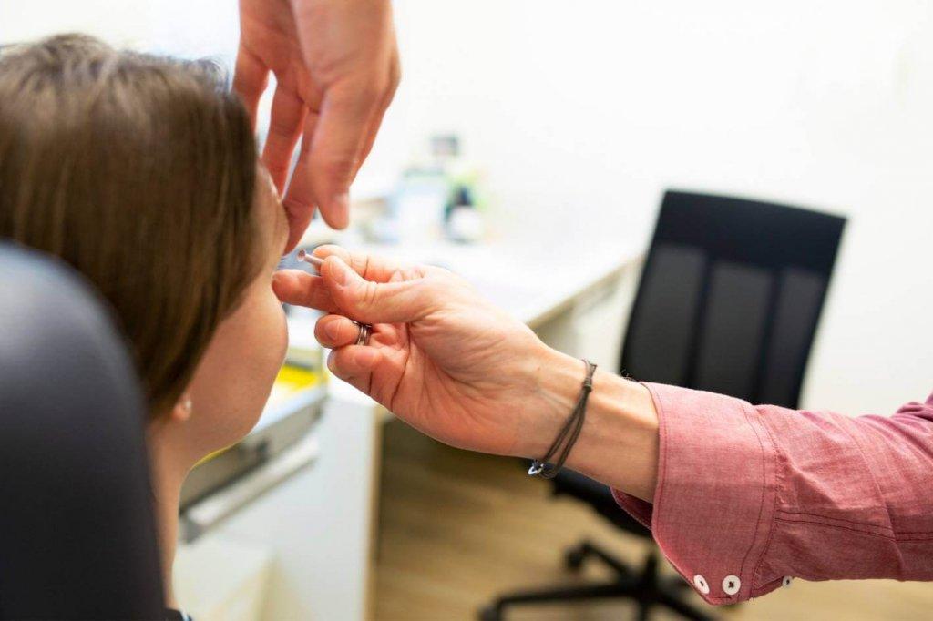 Einsetzen von Kontaktlinsen