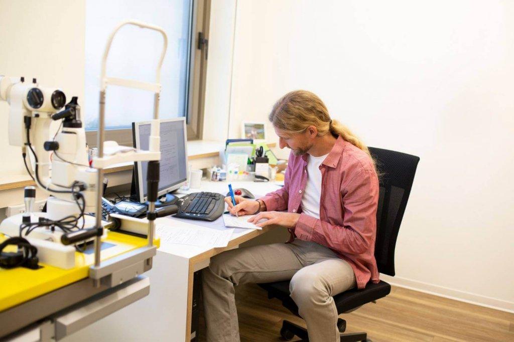 Untersuchung Kontaktlinsenanpassung