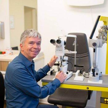 Anpassung von Kontaktlinsen - Team Avermann