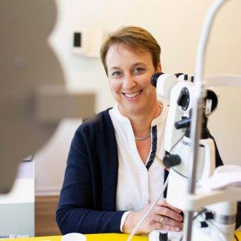 Untersuchung Kontaktlinsenanpassung - Friederike Avermann